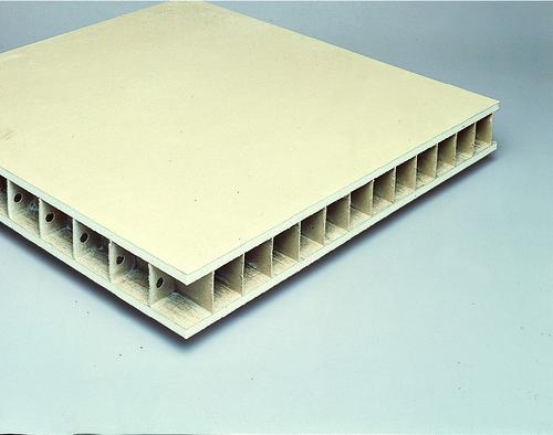 Placopan® 50 | Panneaux monoblocs constitués de deux plaques de plâtre reliées entre elles par une structure alvéolaire cartonnée.
